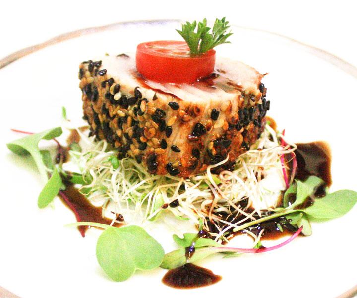 http://www.meubuffet.com/site/wp-content/uploads/2015/06/escolha-atum-em-crosta-de-gergelim-e-molho-teriyaki.jpg